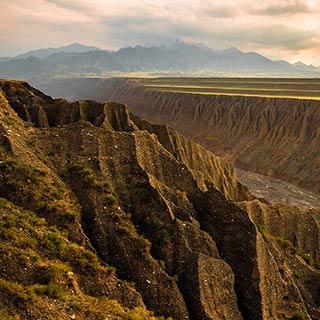 独山子大峡谷 自然雕凿的奇观[组图]