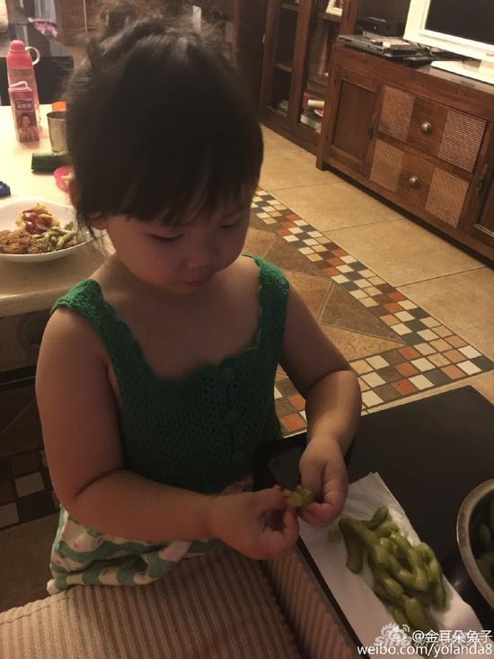 王宝强/王宝强女儿乖巧可爱