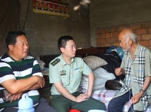 边防警官父子接力30年帮扶村民