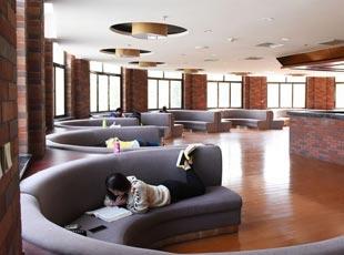 西京学院图书馆风格俱全有内涵