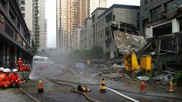 西安一大厦裙楼发生倒塌 搜救工作正在进行