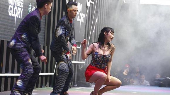 上海Chinajoy:showgirl'几乎不露'