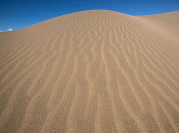 """一家民营企业在沙漠中27年的""""绿色足迹"""""""