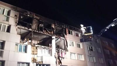 法国小城一居民楼发生火灾 现场满目疮痍