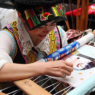 藏羌织绣与杨华珍:一样美得摄人心魄[组图]