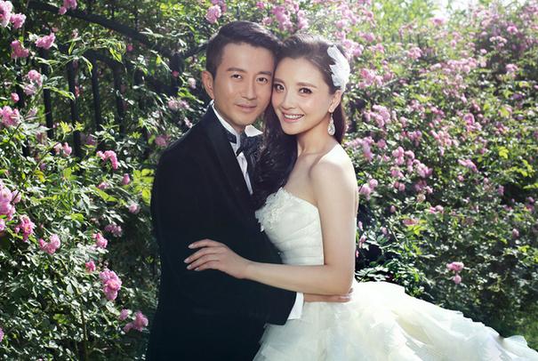 槿汐姑姑孙茜结婚两周年 与老公同游海岛(图