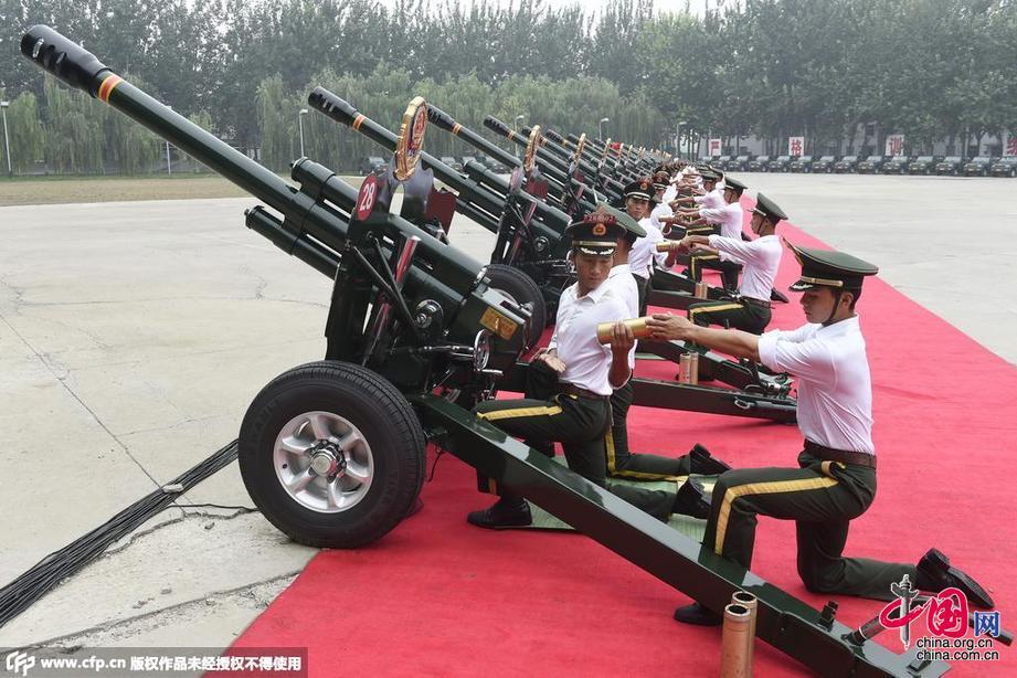 北京:共和國禮炮部隊備戰抗戰閱兵式[組圖]