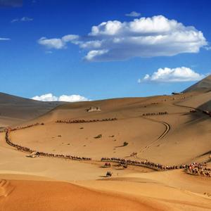敦煌鸣沙山 穿越时光的沙漠[组图]