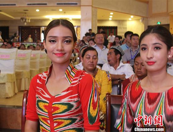 新疆 女神 服装走秀 民族风吸睛