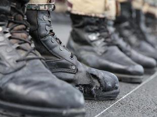 閱兵方隊官兵每天踢2萬多正步 磨透作戰靴