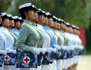 """唯一女兵方隊:閱兵村裏的""""白求恩傳人"""""""