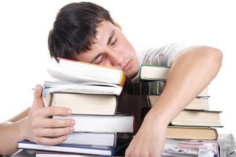 男子上班时睡着 全体同事躲起来骗他睡了2天
