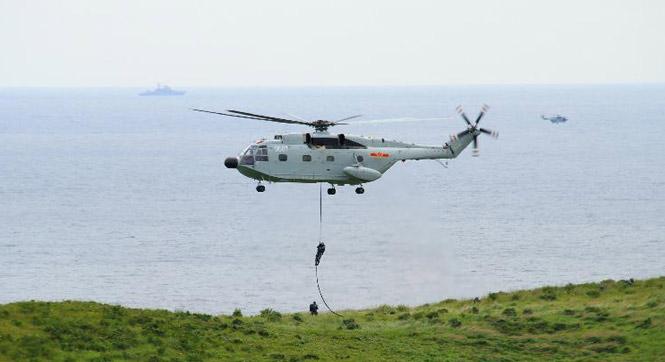 中俄軍演071塢登艦畫面壯觀