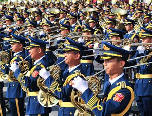 解放軍聯合軍樂團:飛揚的音符也是刀劍