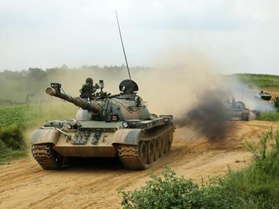瀋陽軍區某機步團組織合成營紅藍對抗