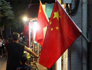 迎閱兵北京街頭挂滿國旗一路飄紅