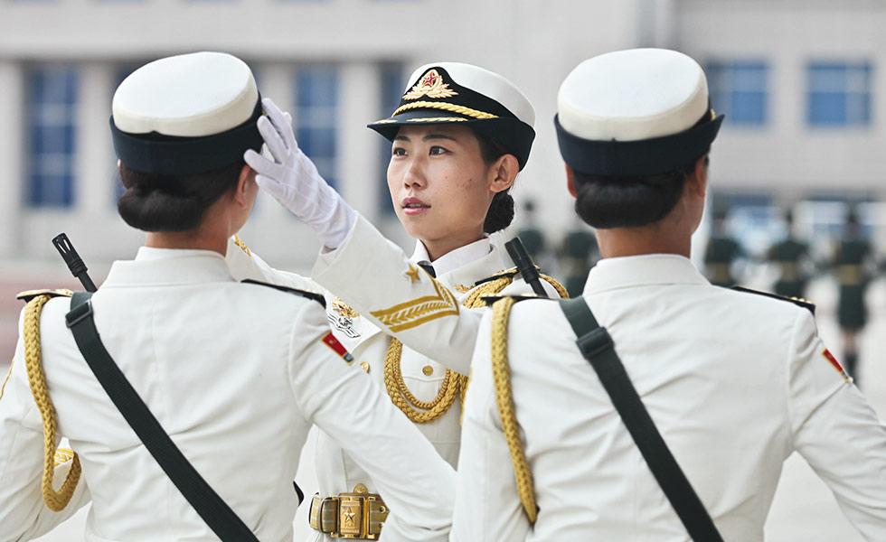 三军仪仗队女兵:为自己是一名仪仗兵而自豪