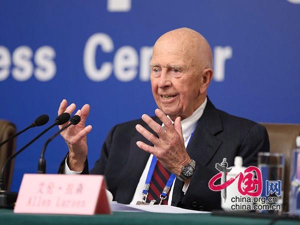 9月2日,抗戰勝利70週年紀念活動新聞中心在北京梅地亞中心二層多功能廳舉行第六場記者會。圖為美國飛虎隊員艾倫·拉森回答記者提問。中國網記者 鄭亮 攝