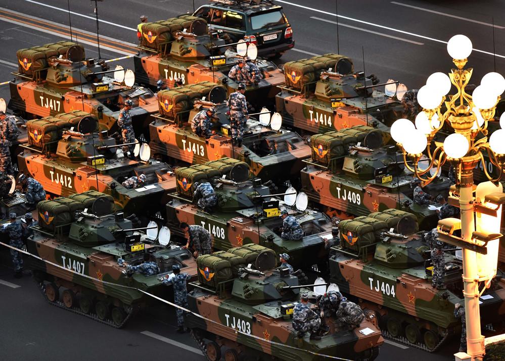 直击阅兵:装备方队集结准备