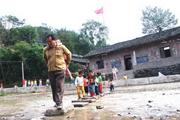 乡村教师生存环境不容乐观 生活拮据