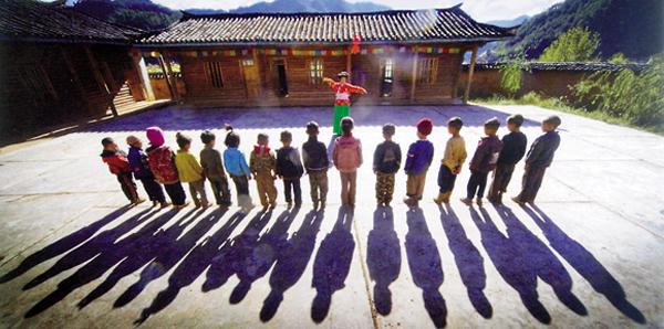 乡村教师现状调查:社会地位一落千丈 被学生轻视