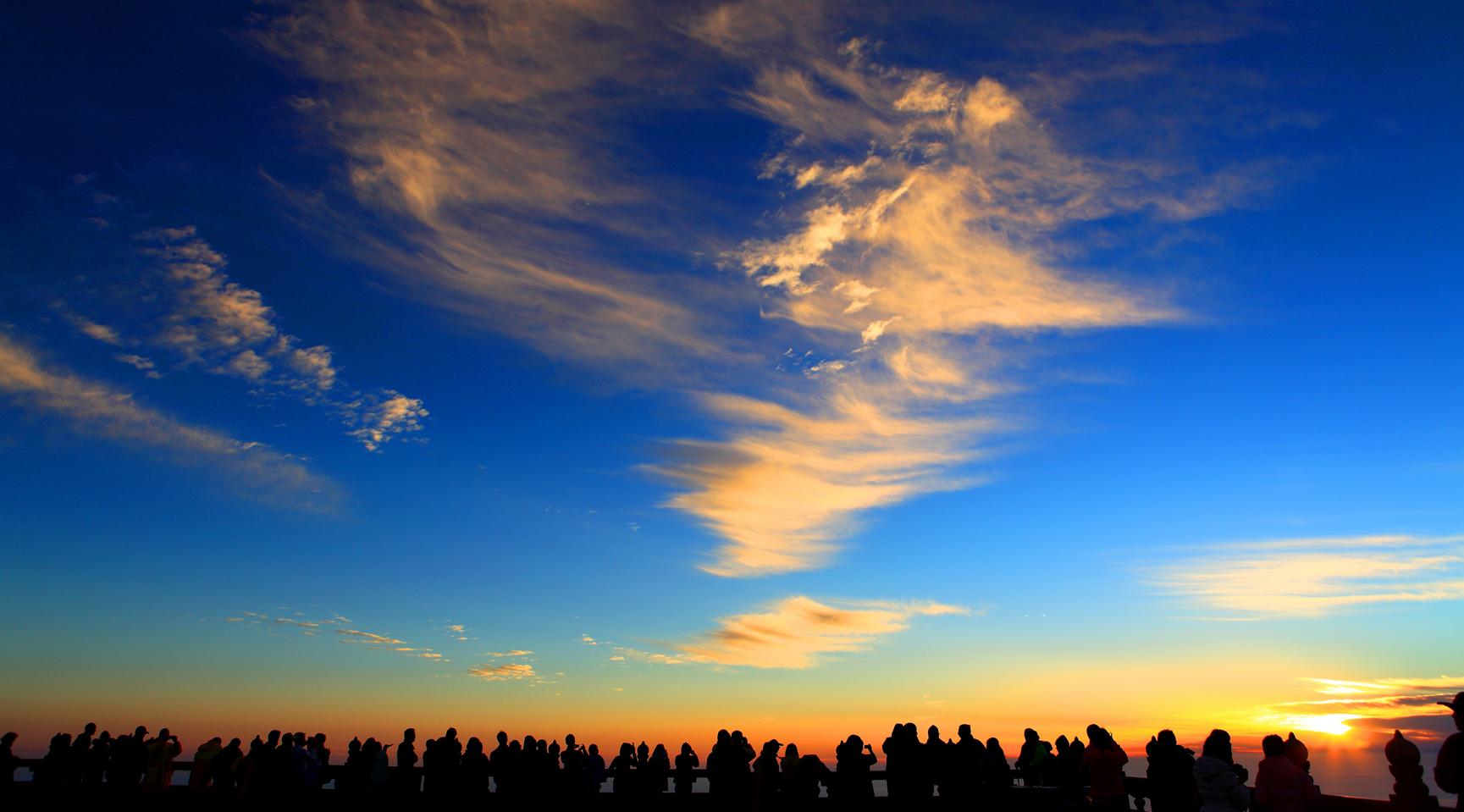 金顶赏秋景:秋天是峨眉山最妖娆动人的季节