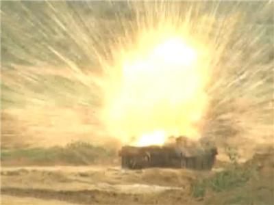 武直10機群發射反坦克導彈打爆裝甲車