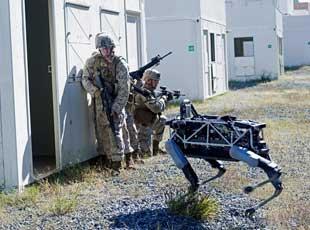 """美軍測試""""大狗""""機器人與士兵協同作戰"""