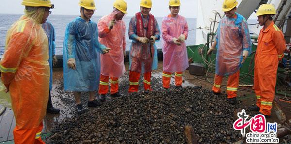 航次 载人潜器 任务 蛟龙号 大洋 ROV 海底资源 勘探技术 拍摄功能 勘探合同