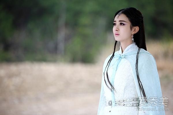【导读】暑期档现象级电视剧《花千骨》让赵丽颖爆红,小骨可爱坚韧的