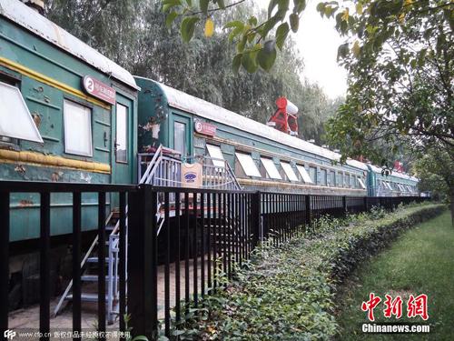 最近,郑州市一家民间培训机构变废为宝,将十多截废弃的绿皮火车车厢