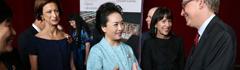 彭丽媛向美国学生传授中国民歌演唱技法