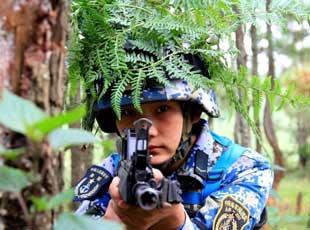 海軍陸戰隊妹子們訓練頭上長草