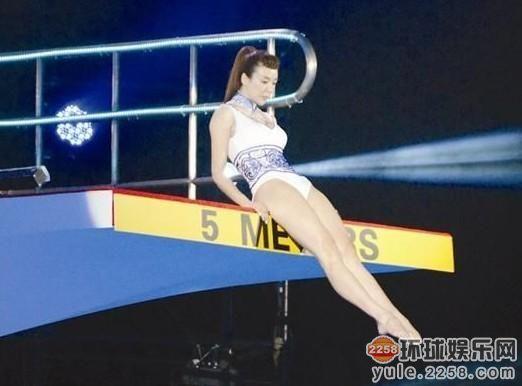 周韦彤拍性感写真以一敌十轮战性感肌肉!韩国色情男模女星图片