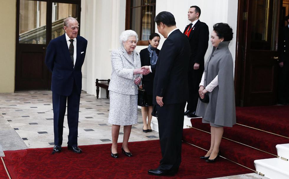 习近平和彭丽媛同英国女王伊丽莎白二世夫妇话别