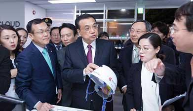 李克强参观韩国创新经济革新中心