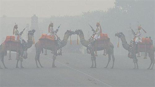 印度新德里12月天气_印度新德里PM2.5平均220以上_ 视频中国