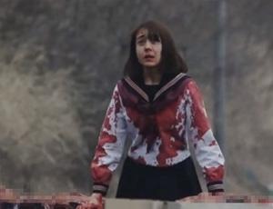 日本校园恐怖片 女主捡笔抬头全车掉人头