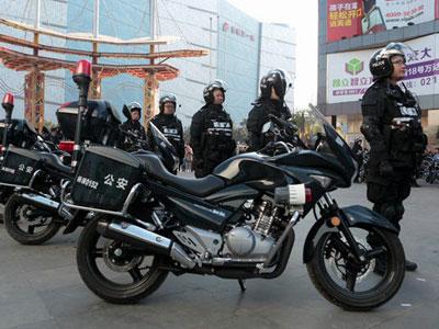 上海首支摩托特战队上街巡逻 装备曝光
