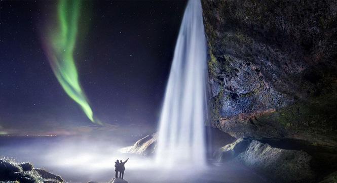 摄影师拍摄罕见奇观:极光与瀑布并存