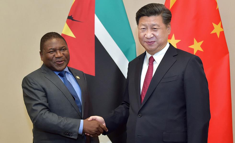 习近平会见莫桑比克总统纽西