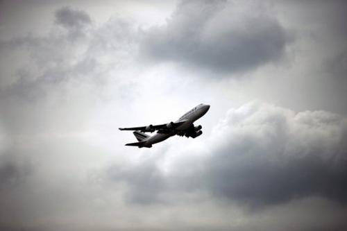 际机场的消息说,救援飞机