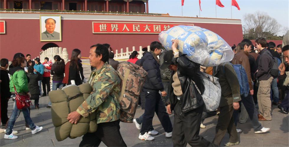 中國農民工在路上