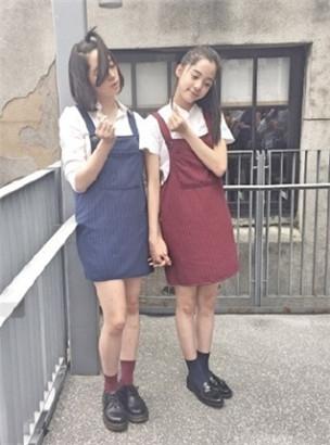 隔壁姐姐好漂亮18p_欧阳娜娜晒与姐姐自拍 搞怪卖萌颜值高(组图)