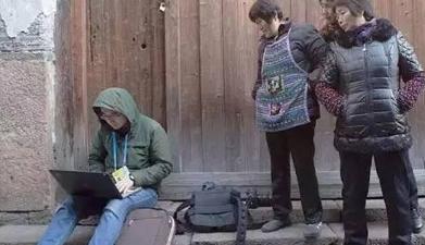世界互联网大会:一群大妈围观记者写稿
