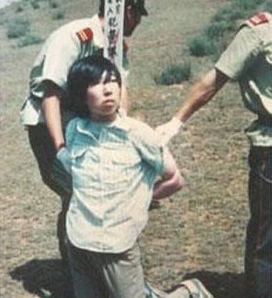 80年代死刑犯被执行枪毙全程 现场气氛极恐怖 图