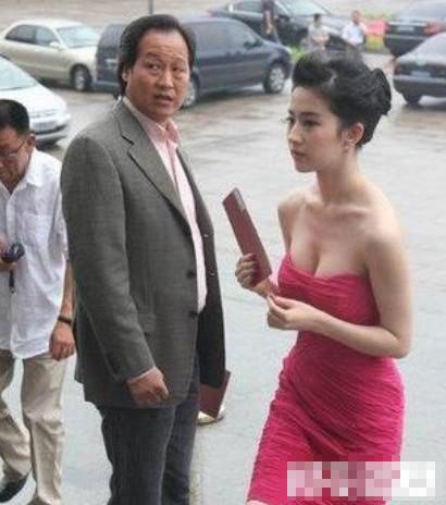 曝刘亦菲陪干爹K歌睡觉 15岁遭性虐坠胎真相
