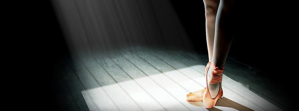 英摄像师记录芭蕾舞者光彩背后的生活