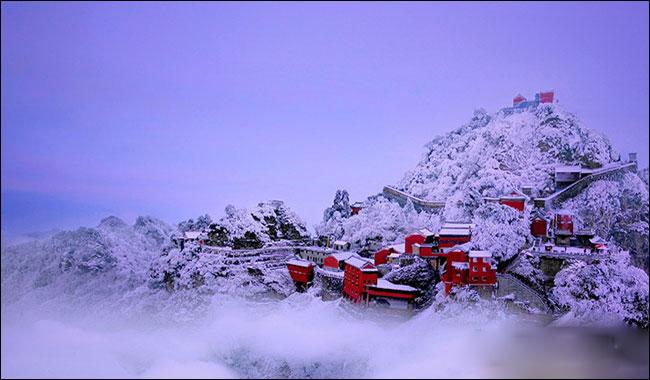 武当山白雪红墙新世界 好一幕冰雪风光(图)