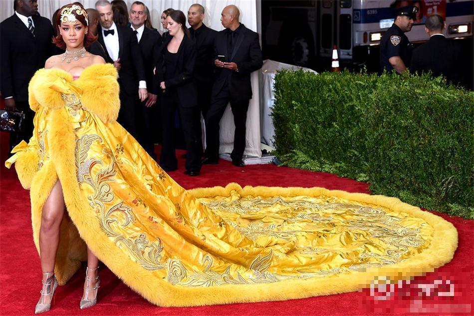 2015年红毯都被她们玩坏了!张馨予大花袄算什么